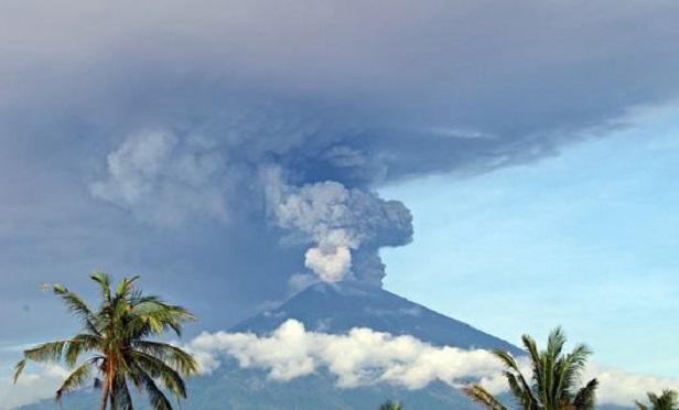 Volcanic eruption halts flights in Indonesia.