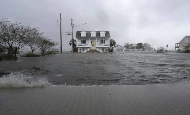 High winds and water surround buildings as Hurricane Florence hits Swansboro, N.C.