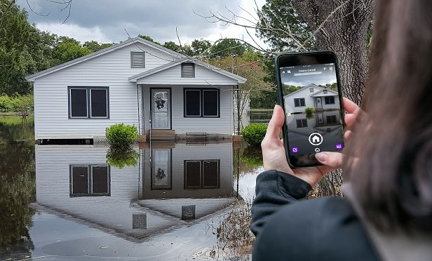 U Scope allows inspectors to leave the damaged property with all of their images labeled, group sorted and organized on a detailed photo report without hindering their normal inspection process.