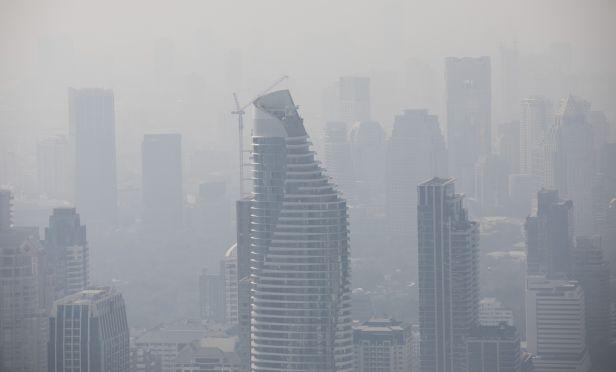 Smog surrounds buildings in Bangkok/