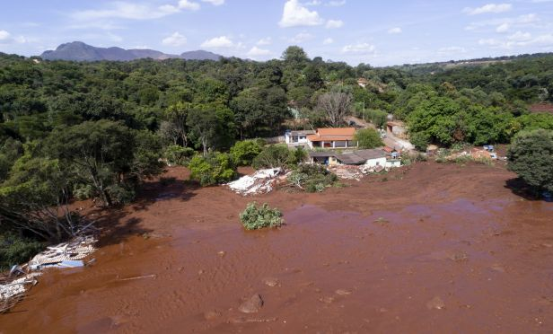 Flooding by collapsed dam