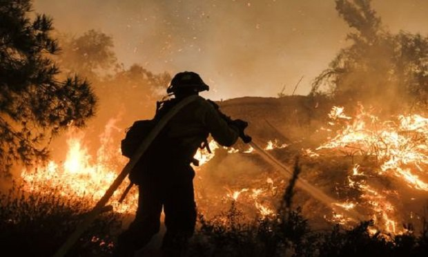 A firefighter battles the Holy Fire burning in the Cleveland National Forest along a hillside at Temescal Valley in Corona, Calif., Thursday, Aug. 9, 2018. (Photo: Ringo H.W. Chiu/AP)