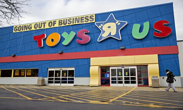 "A ""Going Out Of Business"" sign hangs on display outside a Toys ""R"" Us retail store in Frederick, Maryland. (Photo: Andrew Harrer/Bloomberg)"