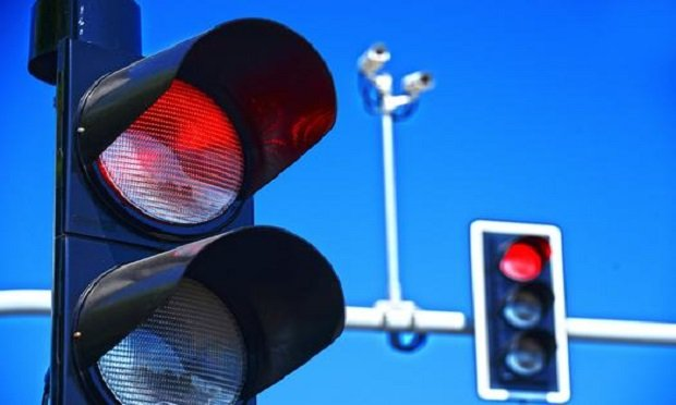 According to AAA, drivers running red lights jumped almost 30% from 2012 to 2017. (Photo: Shutterstock)