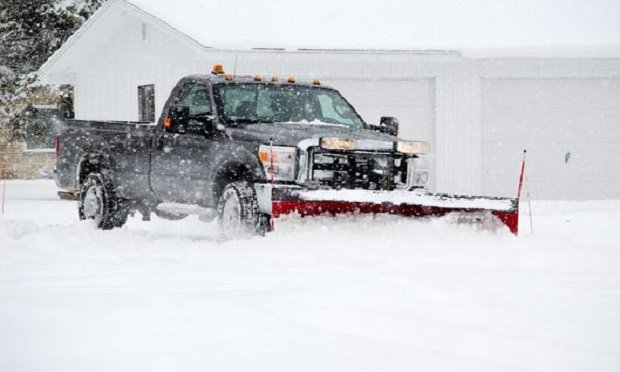 How does a business auto coverage apply to snowplow blades? (Photo: Shutterstock)