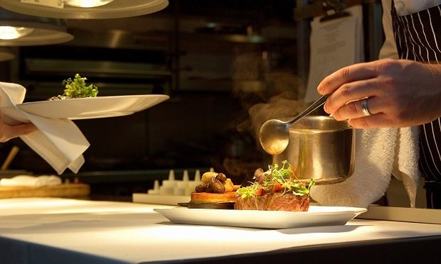 In order to properly serve the restaurant market, more EPL providers should be guaranteeing wage and hour coverage. (Photo: iStock)