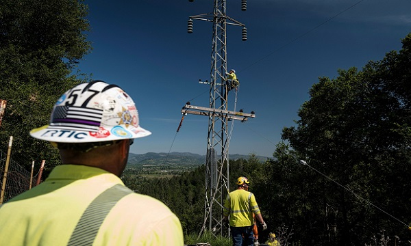 A contractor for PG&E climbs a power pole in St. Helena, California, on April 21, 2020. (Photo: David Paul Morris/Bloomberg)