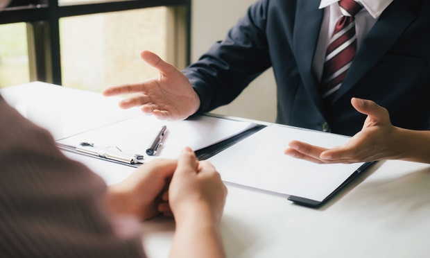 The insight obtained from a mock trial can be a cost-effective replacement to agreeing to settlement based on anchors such as policy limits, damage caps, original offers, or plaintiff-jury rapport. (Shutterstock)