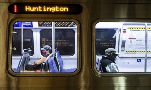 People riding the D.C. Metro wear protective masks to stem the spread of the coronavirus in Washington, D.C. June 6, 2020. (Photo: Diego M. Radzinschi/ALM)