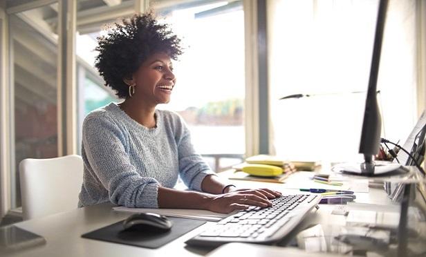 Les médias sociaux ne doivent pas non plus être une réflexion après coup, mais plutôt un moyen de partager un contenu significatif, de développer un leadership éclairé et, en fin de compte, de générer des prospects.  (Photo: Shutterstock)