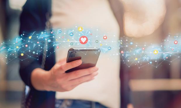 Les prospects et les clients recherchent des expériences numériques précieuses, pas seulement des messages promotionnels de marque sur les produits et services.  (© sitthiphong / Adobe Stock)
