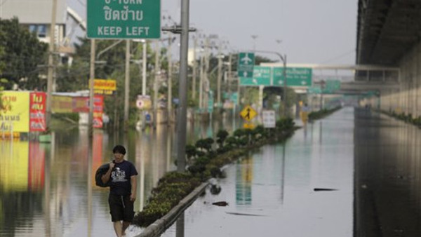 Some residents of Bangkok have been told to evacuate as water further creeps into the city. (AP Photo/Aaron Favila)