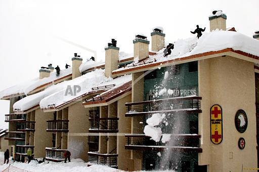 Do S And Don Ts For Safely Removing Snow From Your Roof