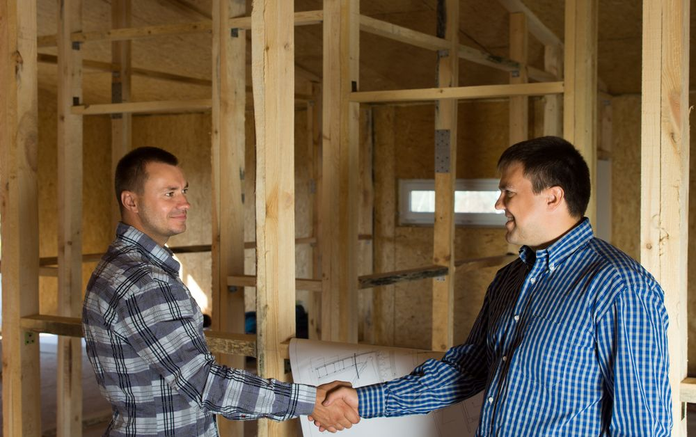 contractor shaking hands with homeowner