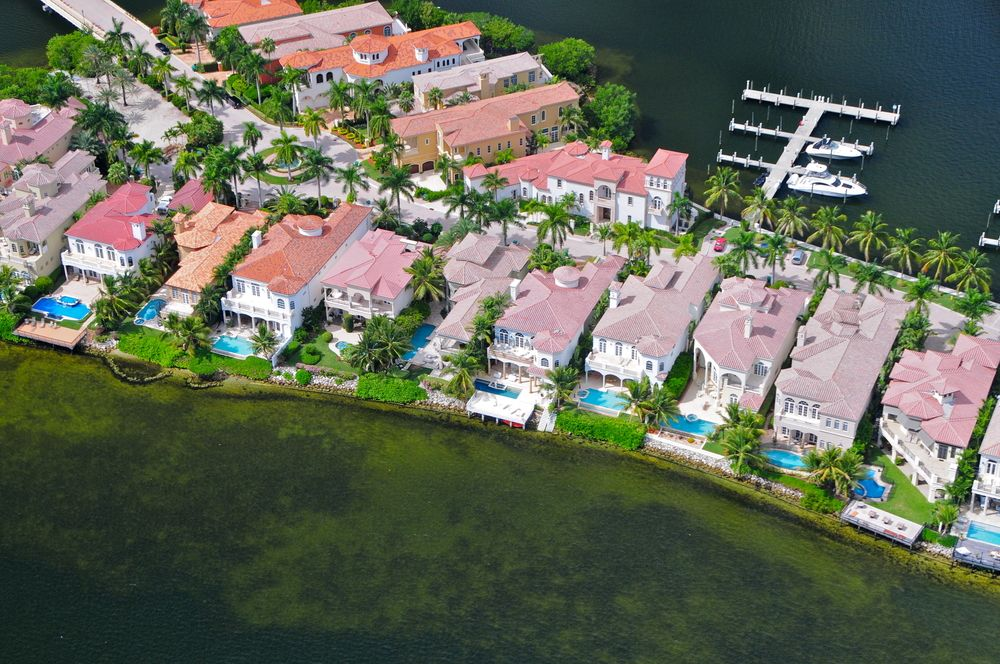 The 7 types of homes that are hard to insure for Big houses in miami