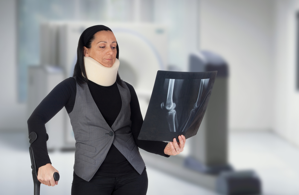 Woman-with-cervical-collar-and-Xray-in-hospital-SS-Gelpi JM