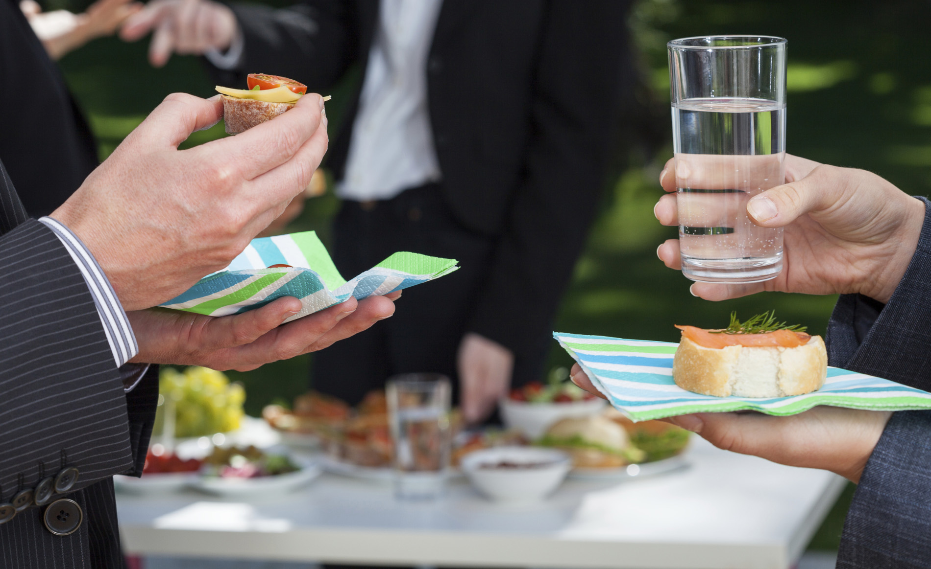Business-people-eating-and-drinking-at-company-party-crop-ThinkstockPhotos-482929073-KatarzynaBialasiewicz