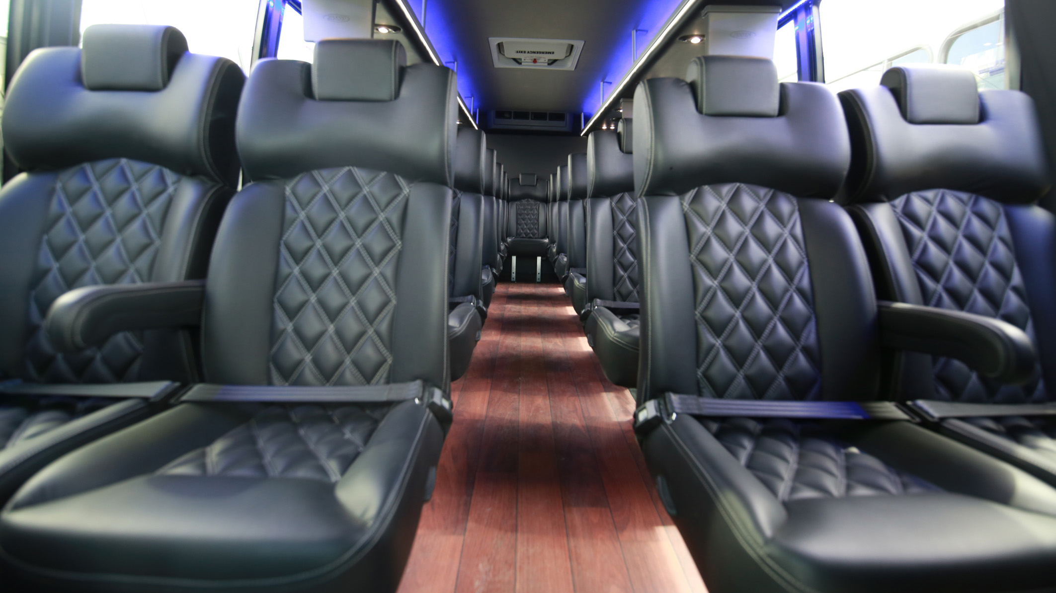 Interior-of-limo-bus-crop-ThinkstockPhotos-477101402-magedfarag