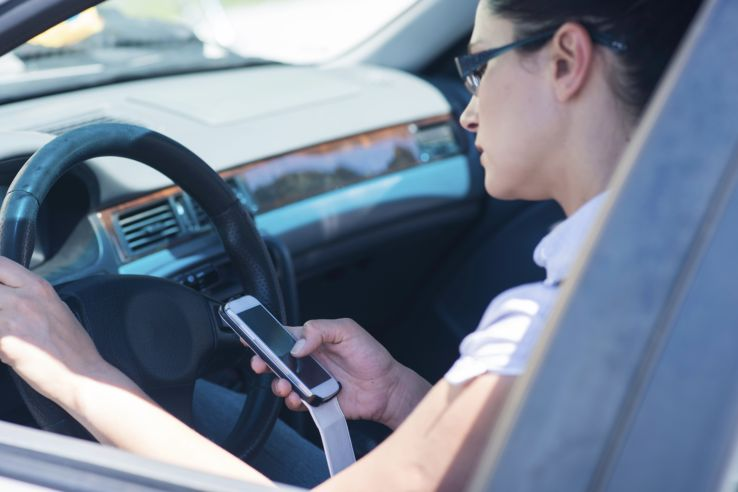 woman texting behind the wheel