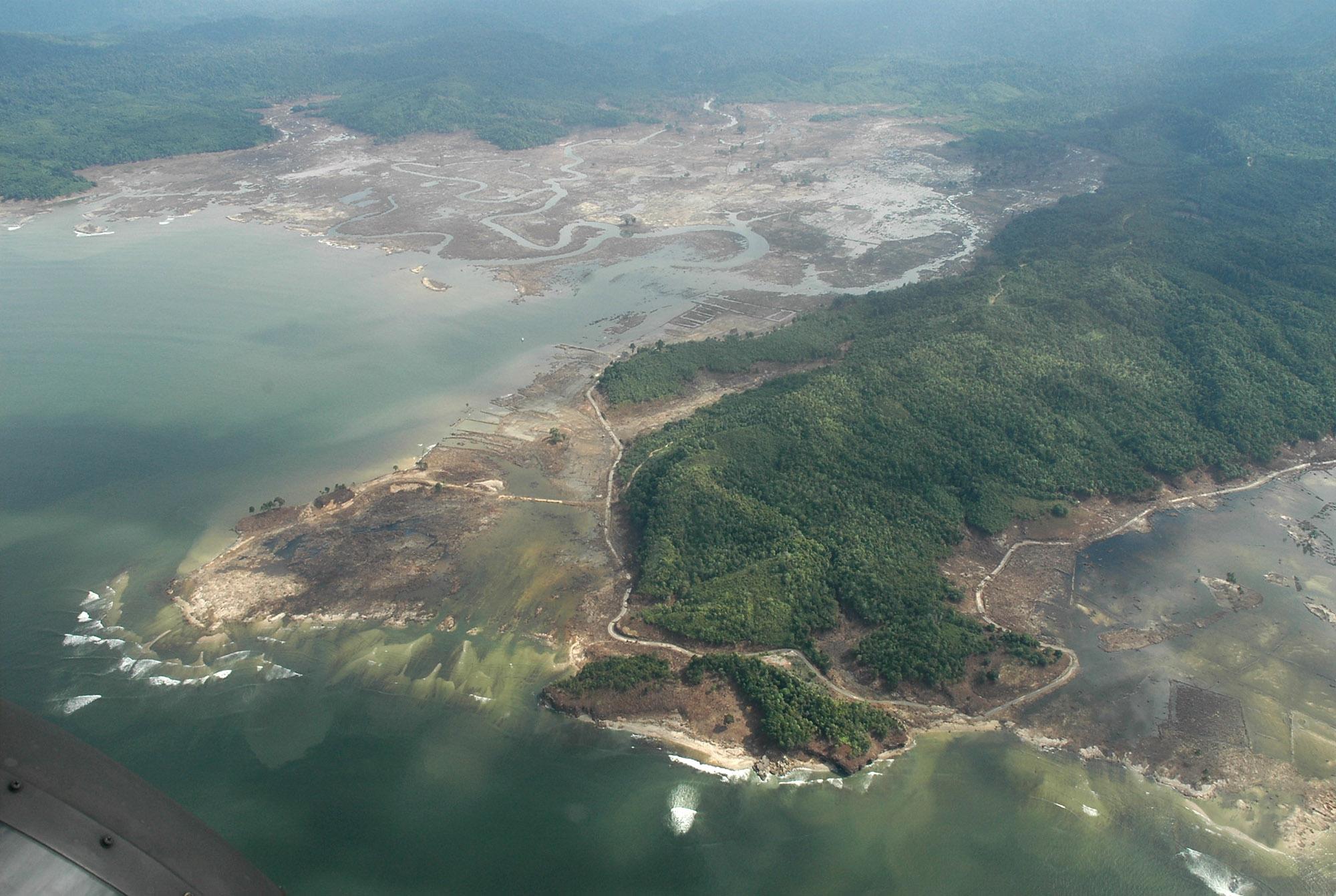 Indonesia-Shoreline-After-Tsunami-2005-AP_05010103803-Dudi Anung