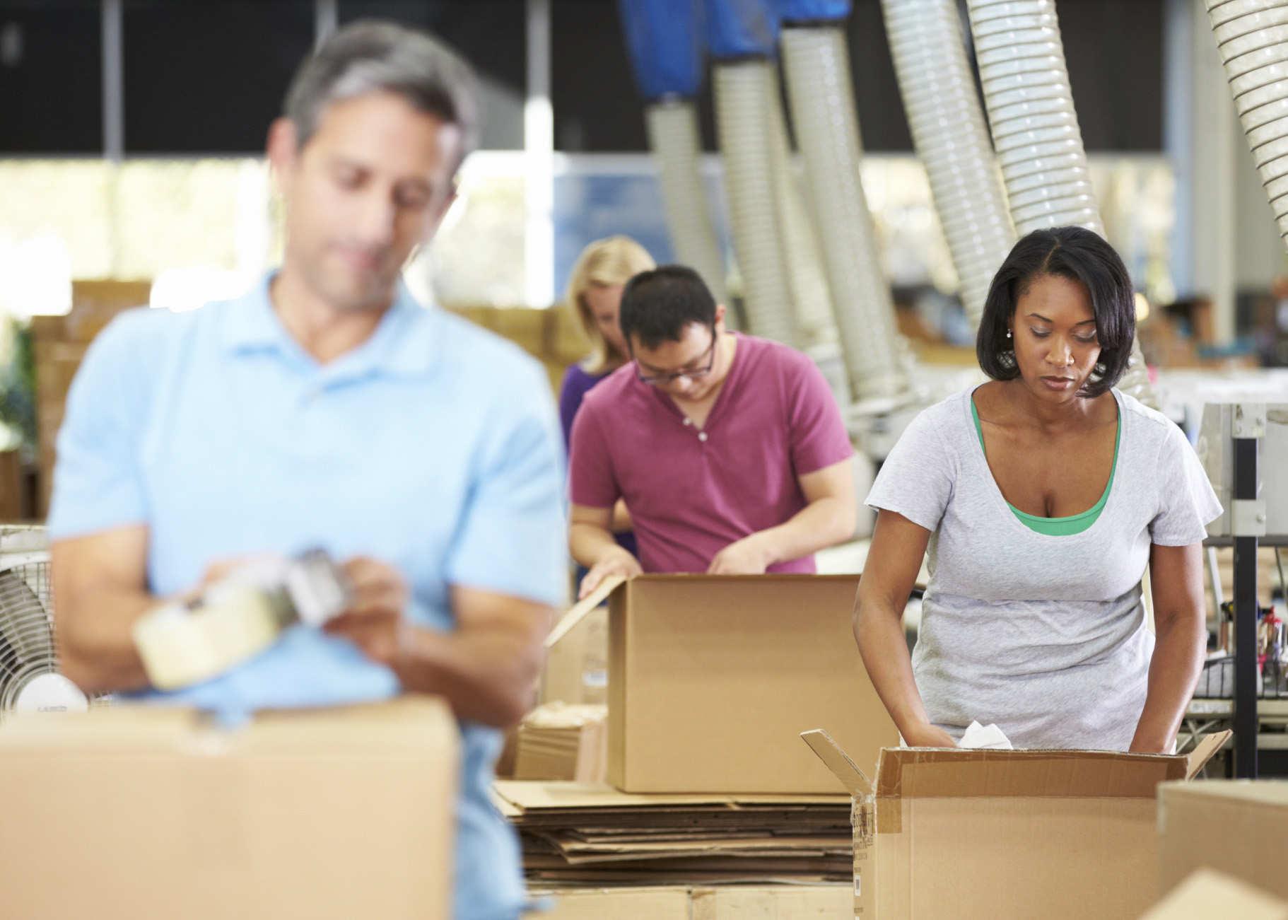 Workers-in-warehouse-with-boxes-crop-ThinkstockPhotos-173314382-monkeybusinessimages