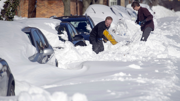 People dig out their cars in Alexandria, Va., near Washington, D.C., Sunday, Jan. 24, 2016. (Photo: Cliff Owen/AP Photo)