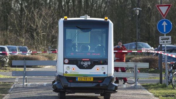 A WEpod driverless microbus sits beside a road barrier during test driving in the Wageningen University's campus site in Wageningen, Netherlands, on Thursday, Jan. 28. 2016. The WEpod navigates through traffic with lasers and other sensors, GPS and pre-programmed 3D maps of the route making constant comparisons to real-life images. (Photographer: Jasper Juinen/Bloomberg)