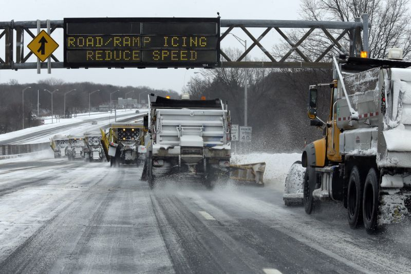Snow plows clear the Long Island Expressway, Tuesday, Jan. 27, 2015 in Central Islip, N.Y.