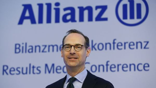Oliver Baete, CEO of the German insurer Allianz SE, poses for photographer prior to the annual balance conference in Munich, Germany, Friday, Feb. 19, 2016. (AP Photo/Matthias Schrader)
