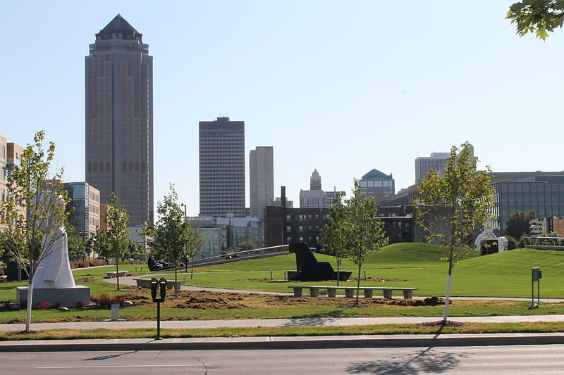 Des Moines Iowa skyline fro the Pappa John Sculpture Park