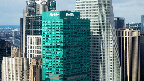 The tower, historically known as 1095 Avenue of the Americas, was sold early last year by Blackstone Group LP for $2.2 billion to a joint venture including Ivanhoe Cambridge Inc., the real estate arm of Canadian pension fund Caisse de Depot et Placement du Quebec, and Callahan Capital Properties. It was the largest transaction involving a single U.S. office building since 2008, and it followed a $300 million makeover in which the tower was re-clad in green-tinted glass. (Photo: Bloomberg)