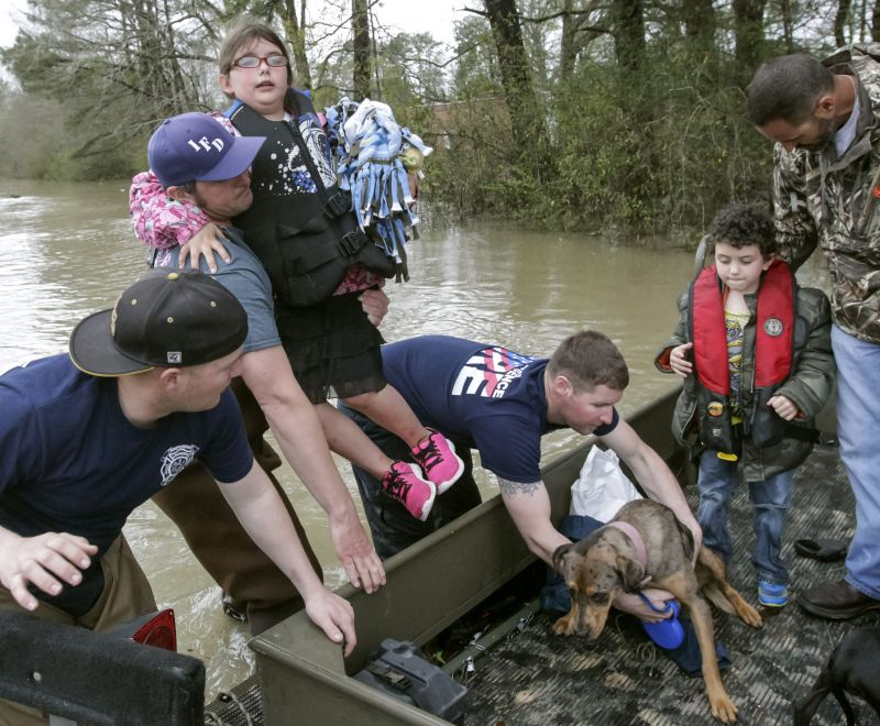 Firefighters rescue Independence, La. family from flood waters