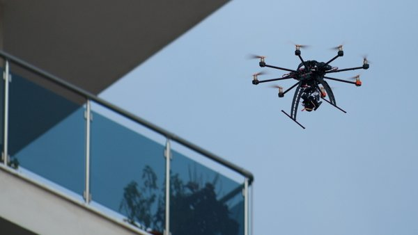 Drones provide safe access to assess roofs, balconies and other areas that could be dangerous for adjusters to reach. (Photo: iStock)