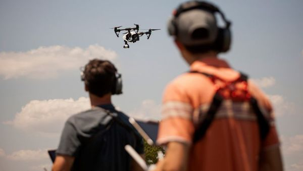 Annual sales of drones in the U.S. will hit 2.5 million this year. (Photo: Bloomberg)