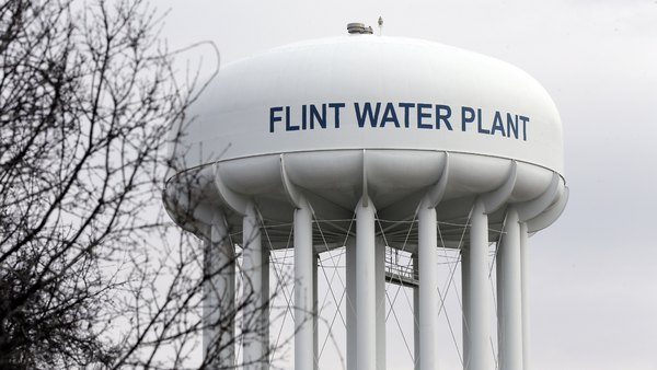 In 2014, the state-appointed administrator for the city of Flint, Mich., switched water suppliers and did not apply corrosion control treatment to the water, which caused lead to leach from pipes. (Photo: Carlos Osorio/AP Photo)