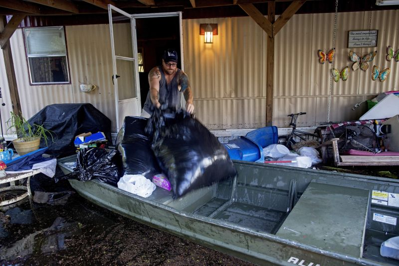 salvage personal belongings from flooded home