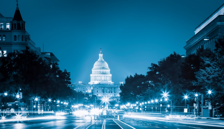 US-Capitol-at-night