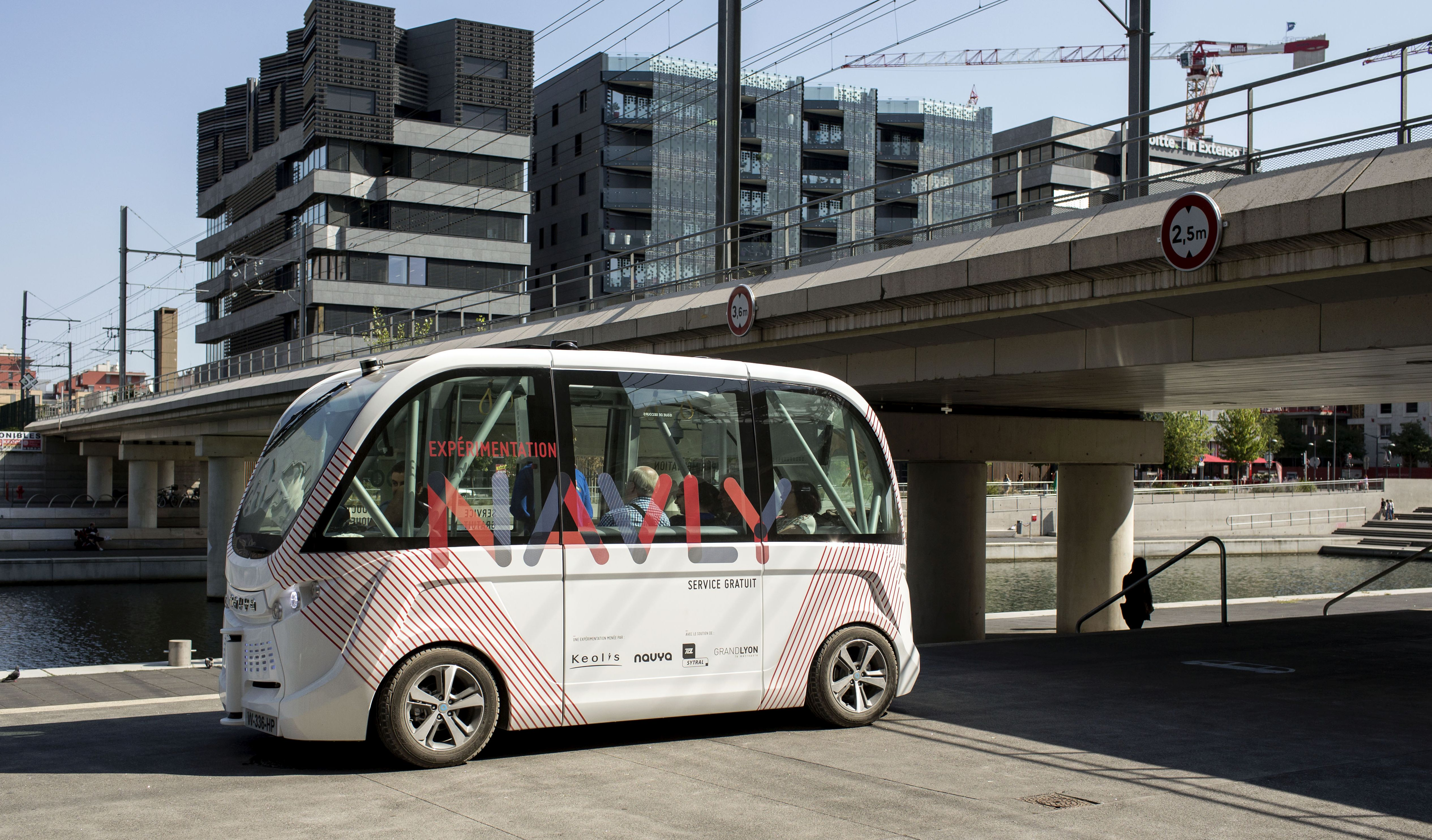 driverless electric free shuttle