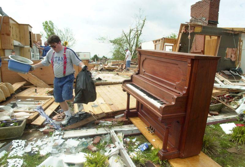 tornado hit Murfreesboro, Tenn.
