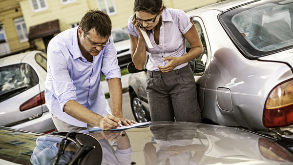 When it comes to the first notice of loss after an auto accident, policyholders still prefer to contact their insurers directly instead of filing the claim via an app on their phone. (Photo: iStock)