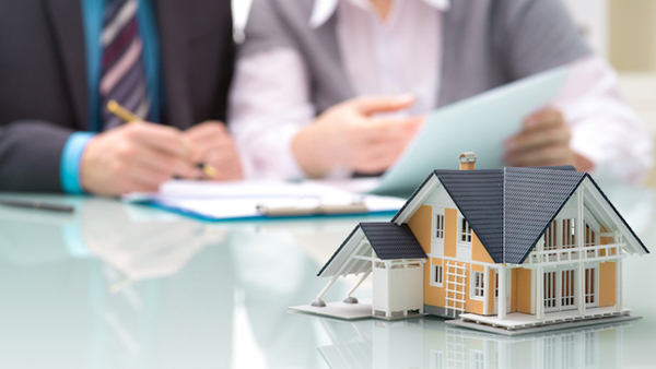 According to a J.D. Power study, U.S. homeowners' insurance customer satisfaction scores have never been higher. (Image: Shutterstock)
