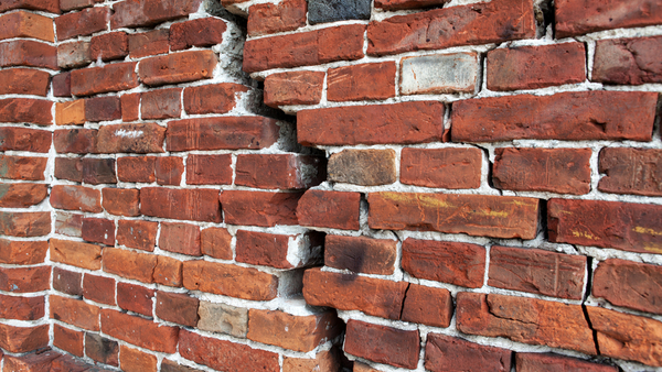 A failed weld can lead to masonry cracking because the weight is not properly supported. (Photo: Shutterstock)
